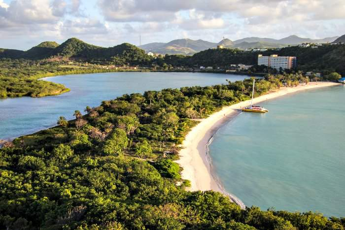 antigua-barbuda-beach