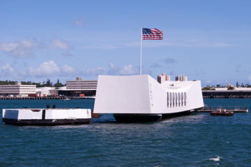 Arizona Memorial, Pearl Harbor and Punchbowl Sightseeing Tour -in-Oahu