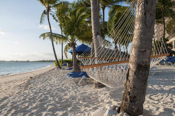 Freeport Shore Excursion: Round-Trip Beach Transfer to Junkanoo Beach Club in Bahamas