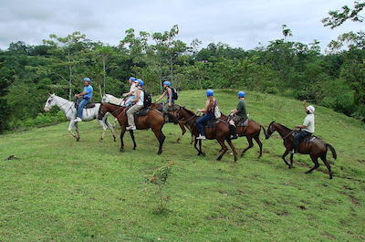 Horseback riding tours in Arenal