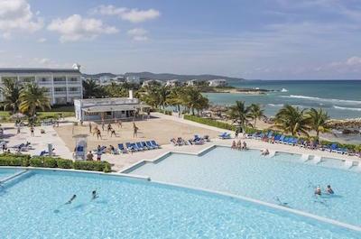 Montego Bay Shore Excursion: Grand Palladium Resort and Spa Luxury Beach Day Pass