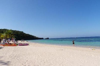 Small-Group West Bay Beach Tour in Roatan