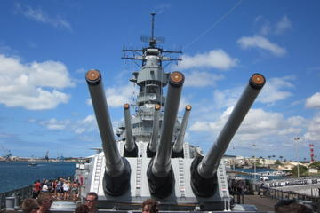 USS Missouri, Arizona Memorial, Pearl Harbor and Punchbowl Day Tour -in-Oahu