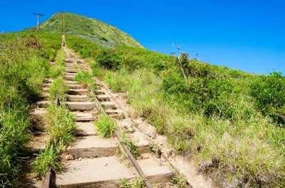 Koko Crater hiking train in Oahu